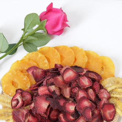 آناناس کمپوتی و توت فرنگی خشک